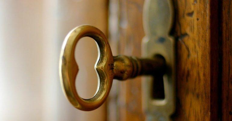 Двері в сонник до чого сниться відкривати або закривати дерев'яну або залізну дверне полотно
