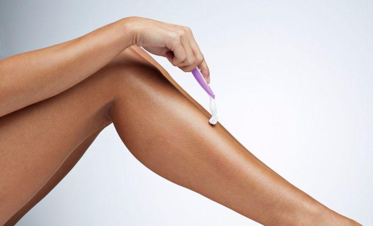 Голити ноги у сні: тлумачення сновидіння, до чого може приснитися гоління волосся чоловікові і жінці