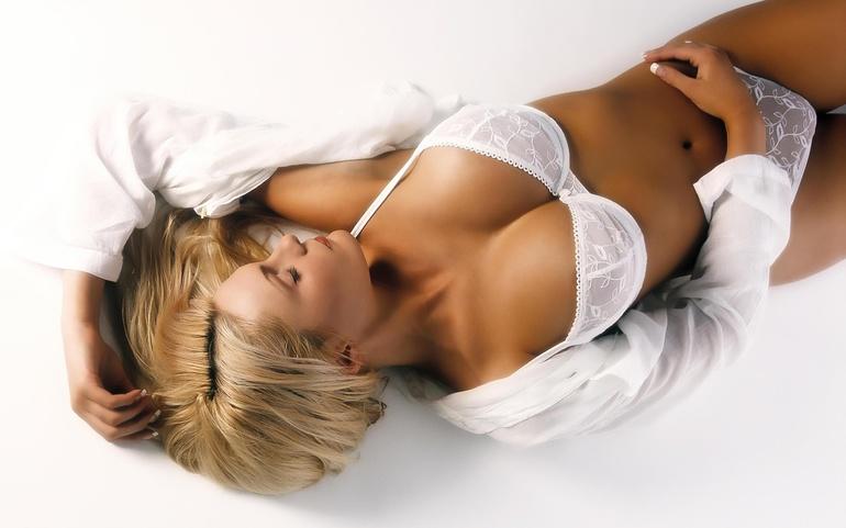 Груди по соннику: тлумачення для жінок і чоловіків, що означає сон про збільшення власного бюста
