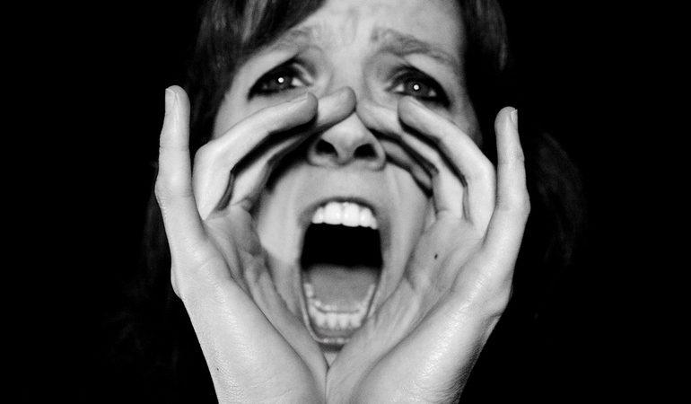 Кричати уві сні: до чого сниться крик страху і найгучніше визнання в любові, чому люди не можуть поворухнутися