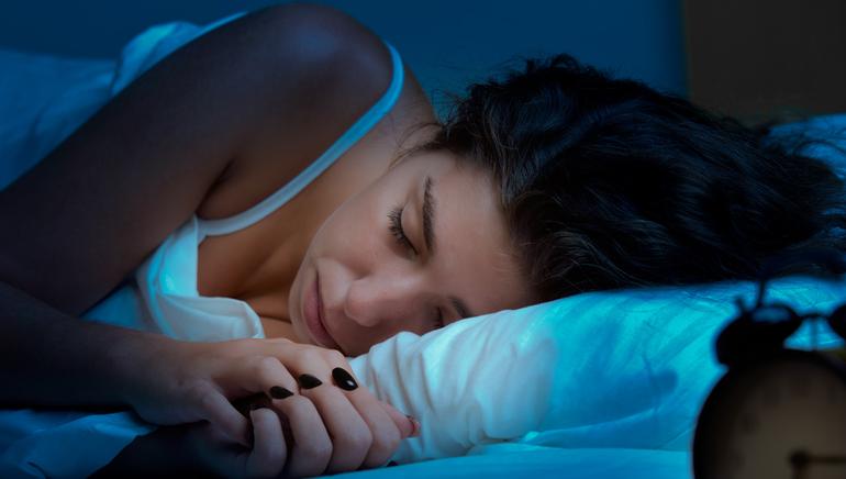 Мити ноги уві сні в чистій воді: собі або іншій людині, у ванні або тазу