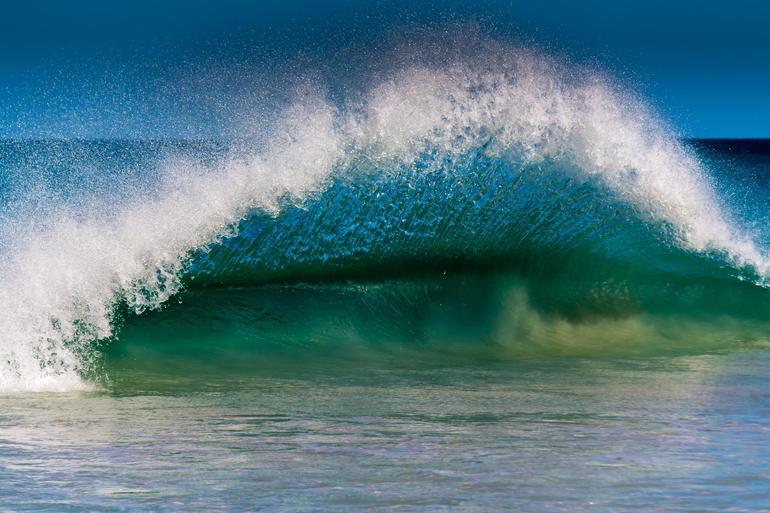 Море з хвилями по соннику: до чого сниться бачити бурхливу, спокійну, чисту або каламутну воду