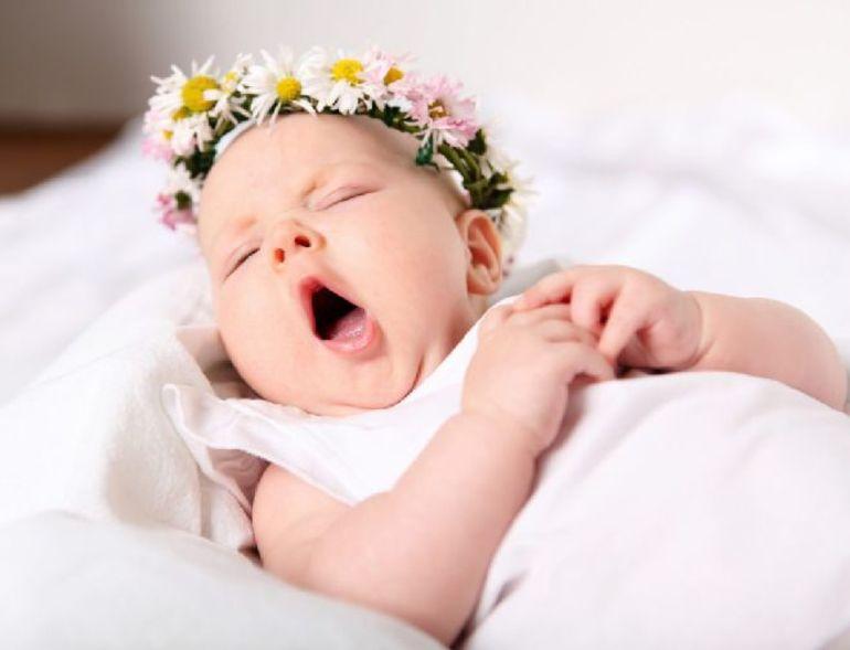 Народити дівчинку: що означають по сонникам пологи дочки, тлумачення в залежності від статі і положення