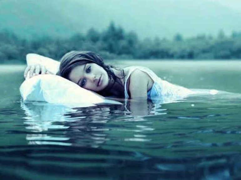 Во сне морская вода прибыла на улицу