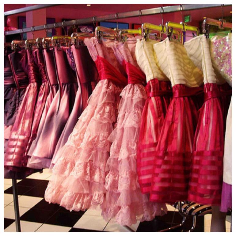 Приснилося рожеве плаття: короткий і довгий, брудне і красиве, тлумачення сонника