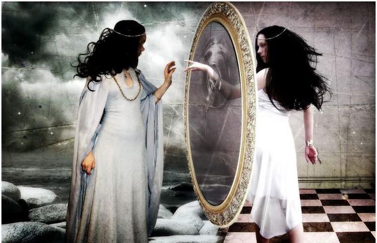 Що означає бачити себе в дзеркалі уві сні: гарне або старе обличчя, зображені в повний зріст