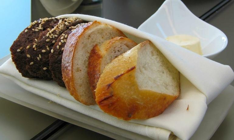 Сни про хліб: до чого сниться купувати, різати білий і чорний хліб, трактування сну для жінок
