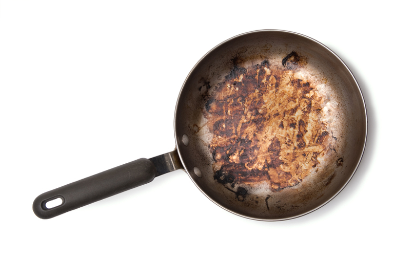 Сон про сковороду: особливості зовнішнього виду посуду, наявність їжі і дії сновидця