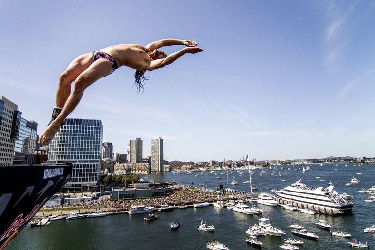 Стрибати з великої висоти у воду: розшифровка найпопулярніших сонників