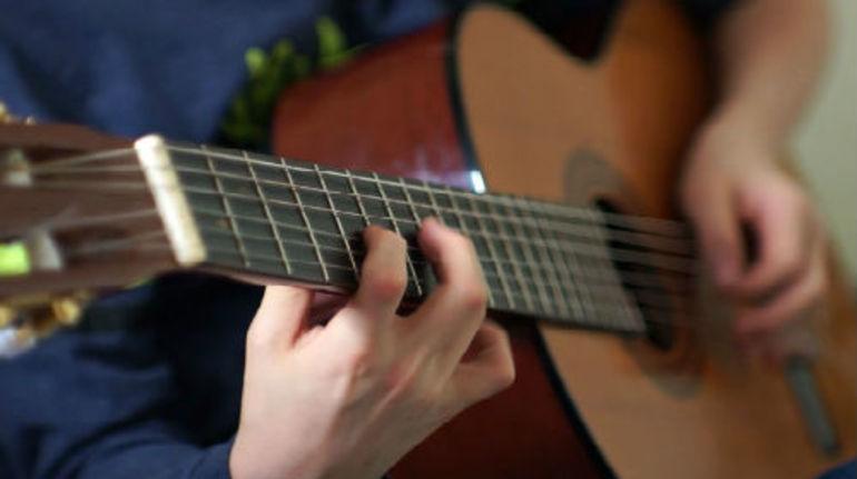 Тлумачення, до чого сниться гітара: значення по сонникам бачити або грати на інструменті для дівчини або хлопця