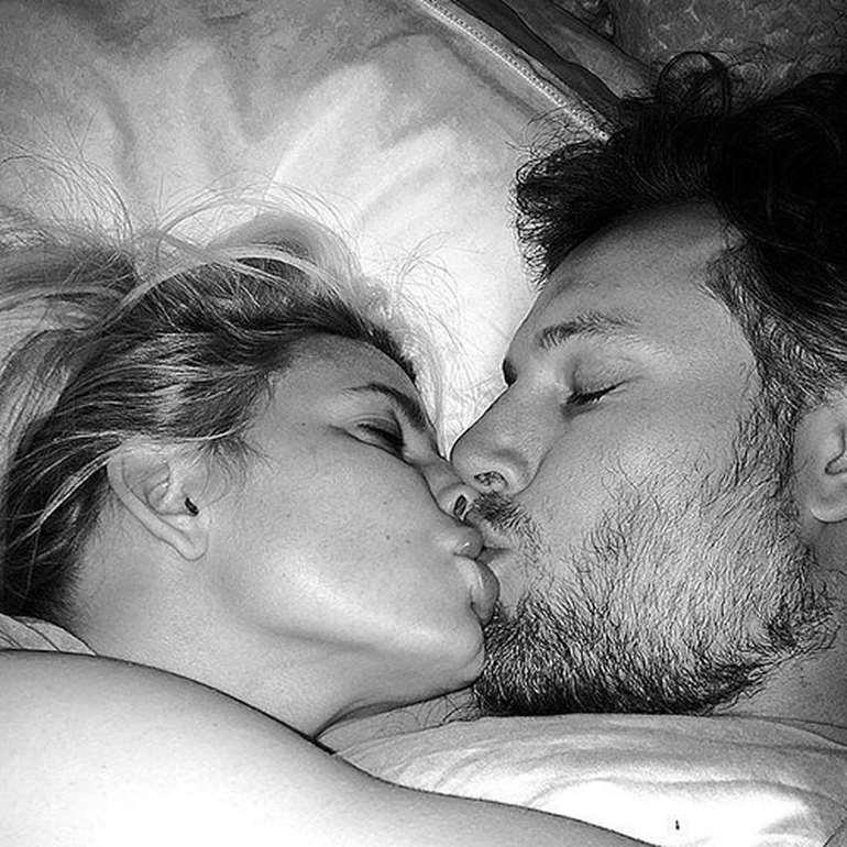 Тлумачення сонника: що може означати цілуватися уві сні з чоловіком в губи
