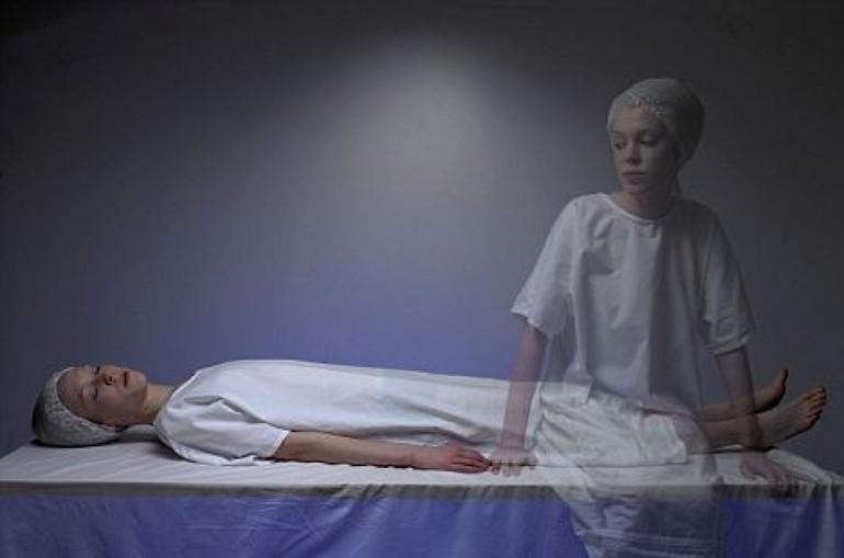 Випав зуб уві сні з кров'ю: до чого сниться випадання, кришіння, кровотеча зубів