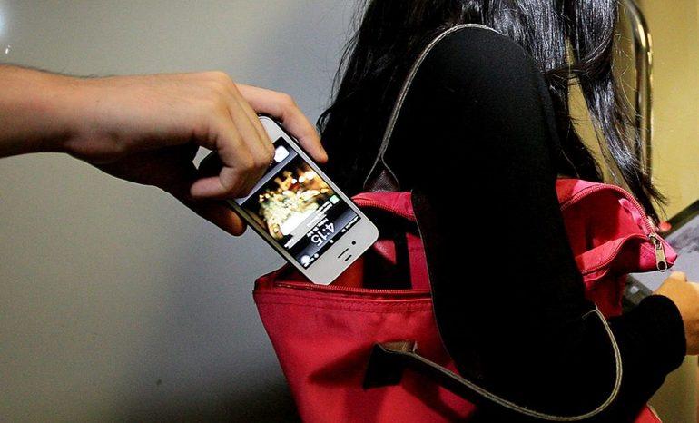 Вкрали телефон: трактування сновидіння з популярним сонникам, до чого сниться крадіжка мобільного засобу зв'язку