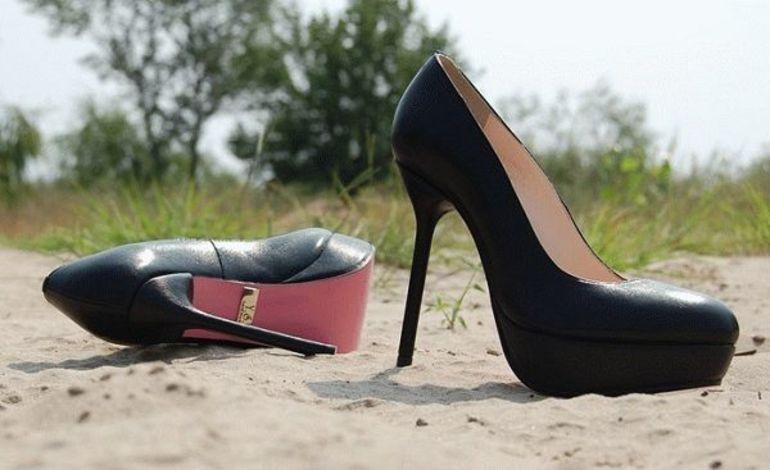 Втратити взуття в сні: обставини бачення, що означає знайти втрачений черевиків або залишитися без кросівок