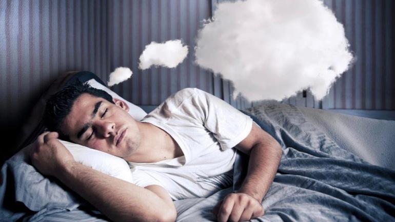Якщо людина сниться з понеділка на вівторок: значення сну, особливо, якщо приснився хлопець