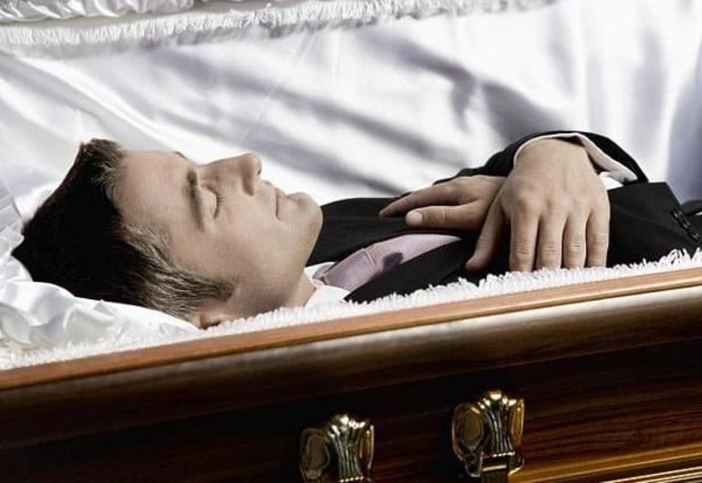 Значення, до чого сниться смерть чоловіка: трактування різними сонникам – побачити мертвого близької людини