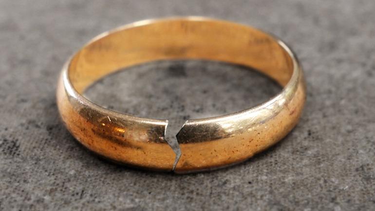 Знайти кільце у сні: золоте або обручку, до чого воно сниться, трактування по соннику