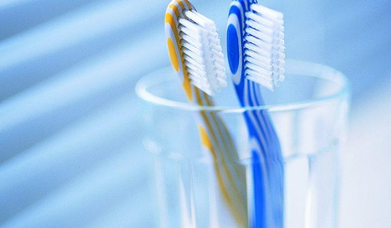 Зубна щітка по соннику: до чого сниться нова, поламана або брудна